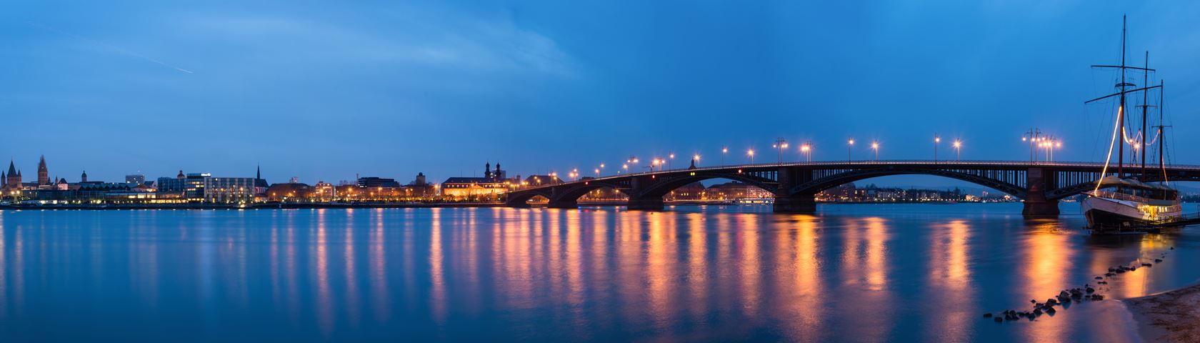 Theodor-Heuss Bridge