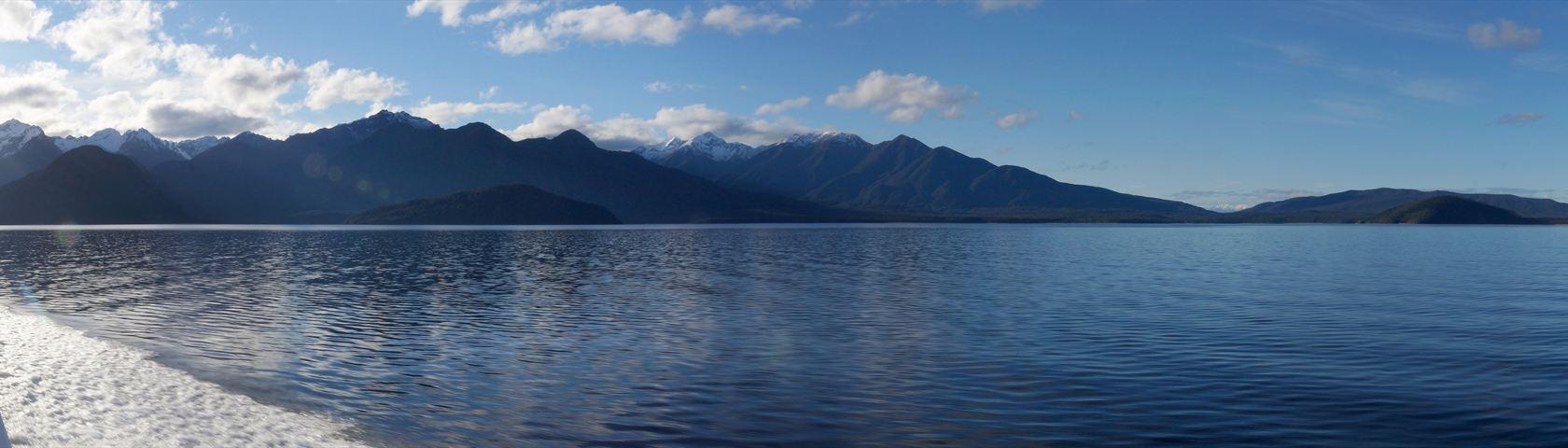 Cruising Lake Manapouri